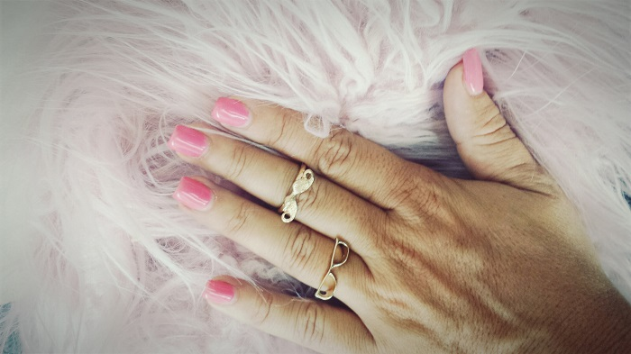montre-moi-tes-ongles-roses