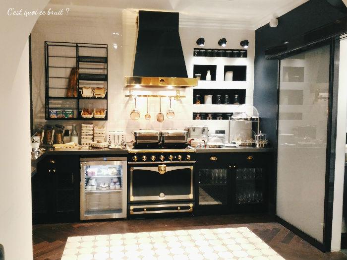 Une nuit à l'Hôtel Square Louvois à Paris : le petit-déjeuner buffet tendance