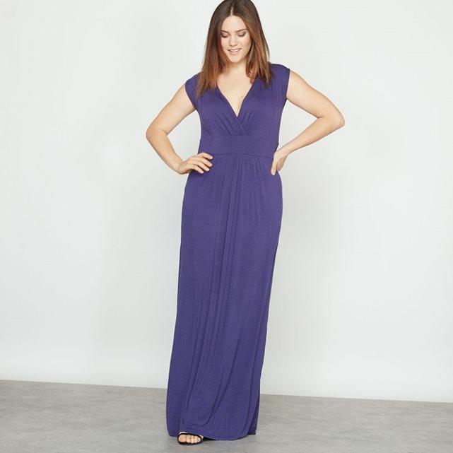 Robe longue grande taille : ces marques qui habillent les femmes rondes