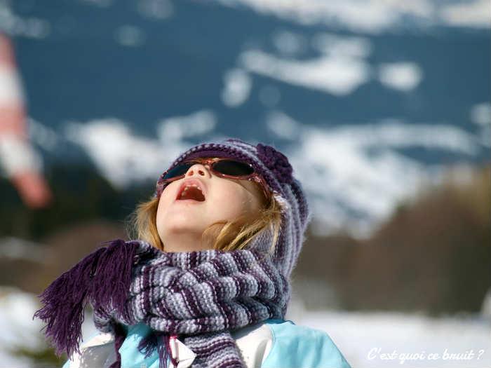 Ces 10 trucs qu'on aime faire à la montagne : manger la neige