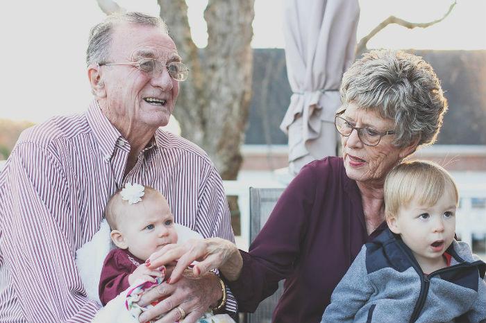 aider nos grands parents avec la téléassistance