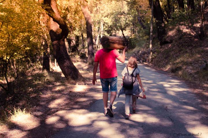 Automne promenade en famille dans les bois à Méounes dans le Var