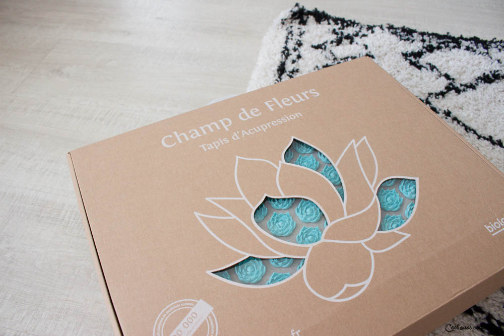 Test du tapis d'acupression Champ de fleurs