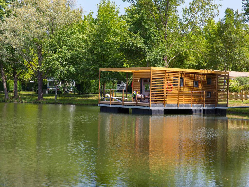 Dormir dans un cottage sur l'eau