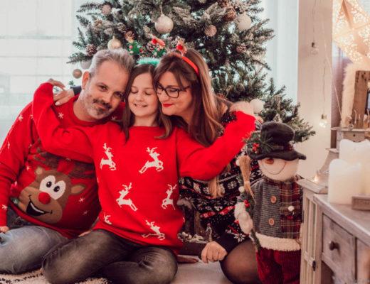 Photo de famille avec les pulls de Noël